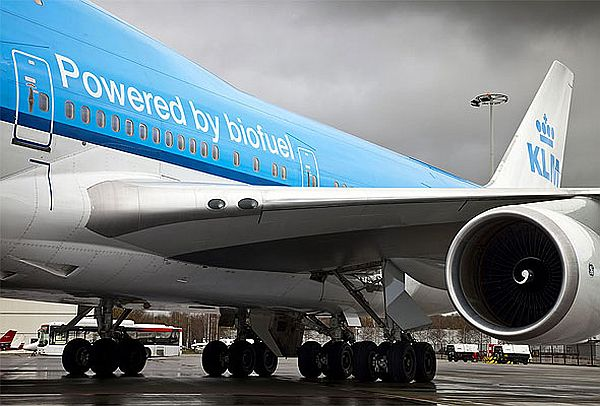 Aircrafts powered by low emission biofuels