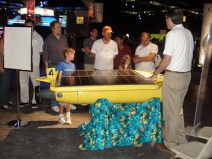 autonomous underwater vehicle powered with solar e