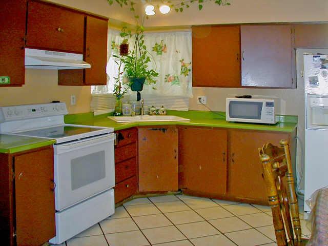 Formica countertop: Green Tiles