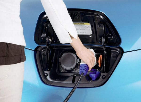 Future Nissan Leafs To Be Charged Wirelessly