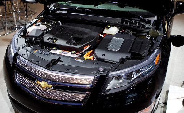 Pogled ispod haube General_motors_reinforces_hybrid_car_battery_cvx72