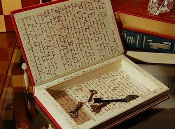 Hollow Books by SecretSafeBooks