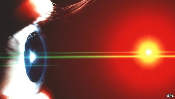Light-powered bionic eye