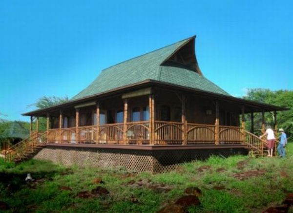 Stunning examples of bamboo architecture ecofriend for Hawaiian plantation architecture