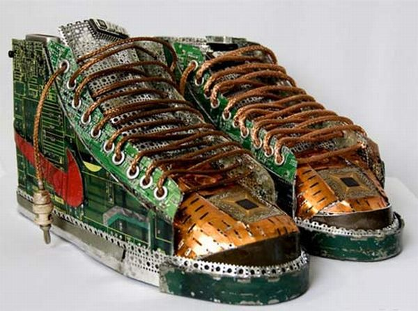 Stunning Pieces Of Art Created From Recycled Computer
