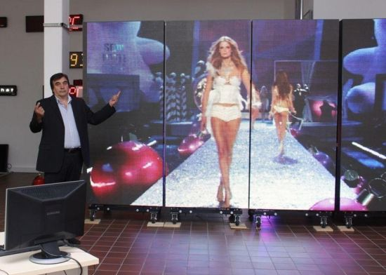 solar powered led screen by megatex