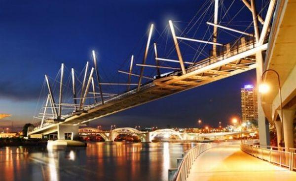 Solar-powered Kurilpa bridge
