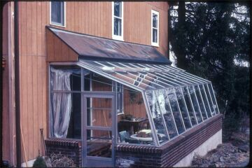the greenhouse with solar collectors4