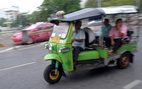 tuk tuk in bangkok will be replaced by solar power