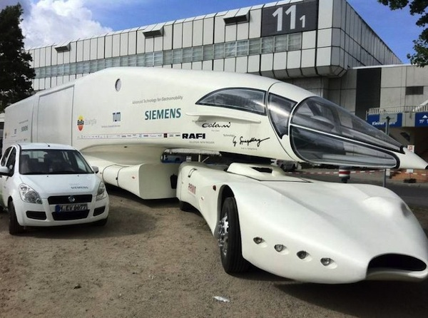 Innotruck electric vehicle offers a glimpse into green for Camping car de luxe avec piscine