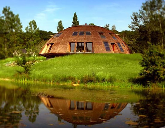 Eco friendly Domespace houses gyrate to make the best of sun