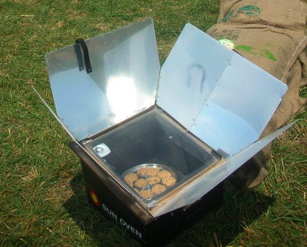 solar cooker project This afternoon project lets you cook off the grid with a sun-fueled oven hot  enough to  this march in minnesota, our solar oven got hot enough to bake a  killer batch of  use ½-inch plywood to make four 7-inch-tall sides.