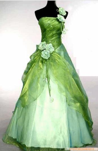 Green Wedding Dress Indian: Punjabi bridal look with green dress ...