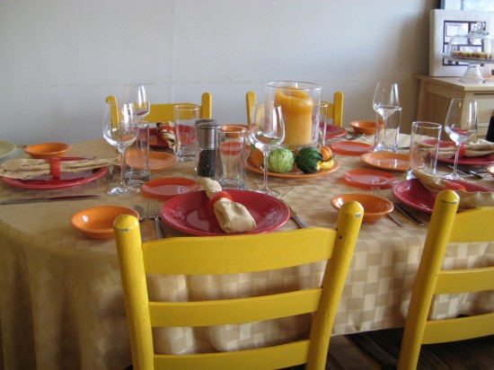the-thanksgiving-table-550x412