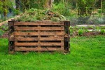 Building-a-Compost-Bin-with-Old-Wood-Pallets-4825