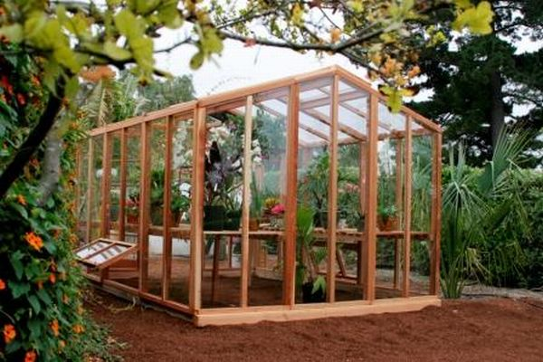How to build a greenhouse yourself from recycled materials for Materials to make a greenhouse