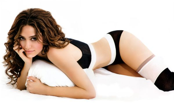 Salma-Hayek-Sexy-Pose-HD-Wallpaper