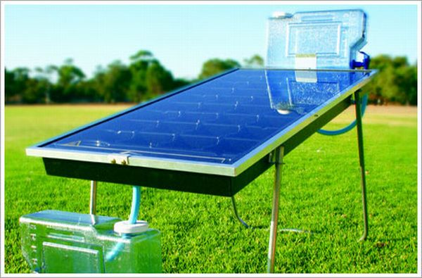 Solar purifier creates its own disinfectant from water and sunlight