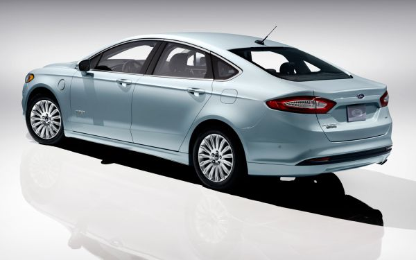 2013-Ford-Fusion-Energi-rear-three-quarters