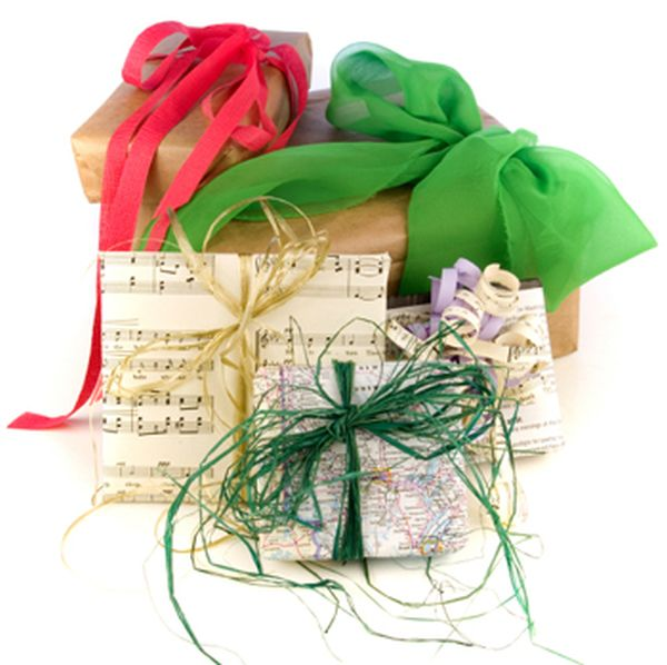 recycled-wrapping-paper-gifts