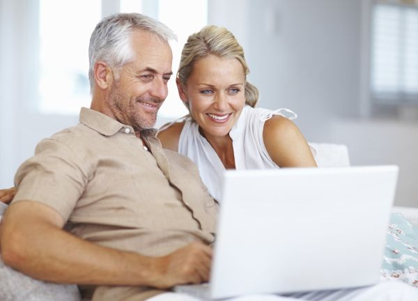 aged-white-couple-on-a-laptop
