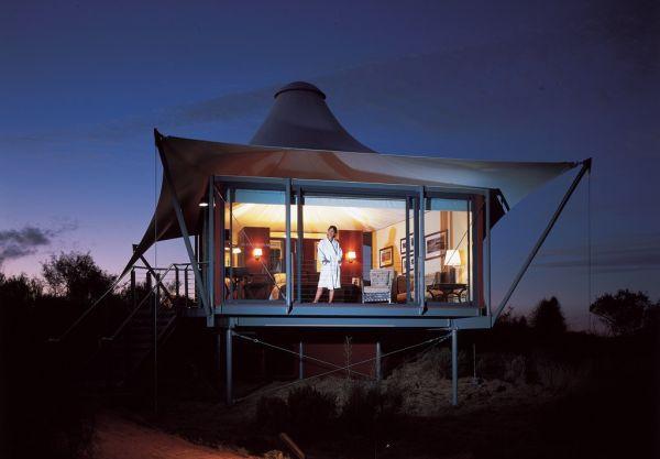 Longitude 131, Australia