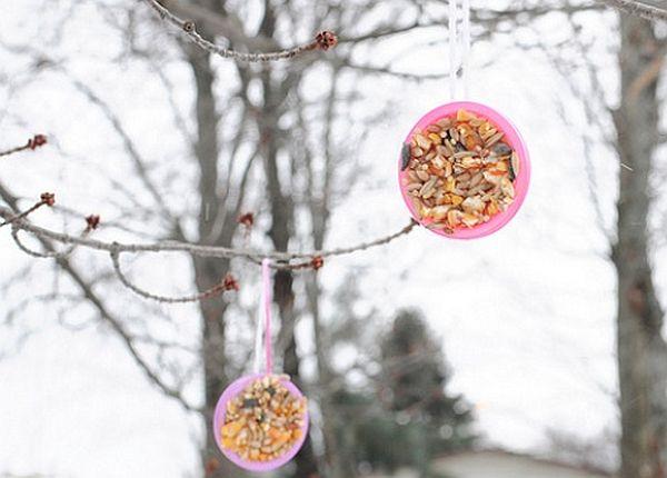 Play doh lid bird feeders_1