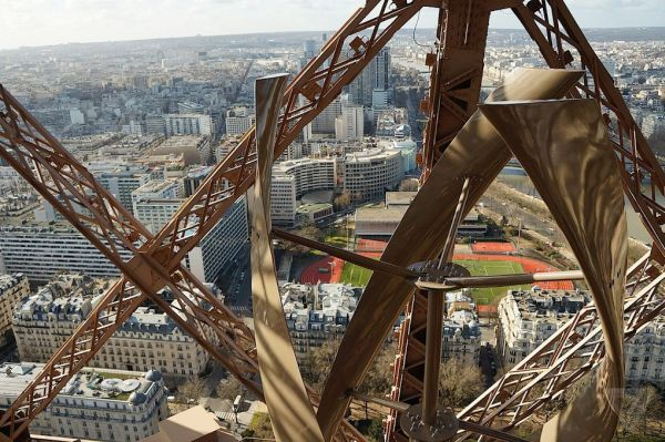 wind turbines on Eiffel Tower (1)