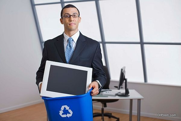 Businessman with computer monitor in recycling bin