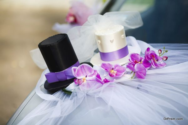 Wedding car decoration with black and white top hats