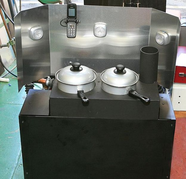 SCORE-stove-charges-your-gadgets-while-you-cook