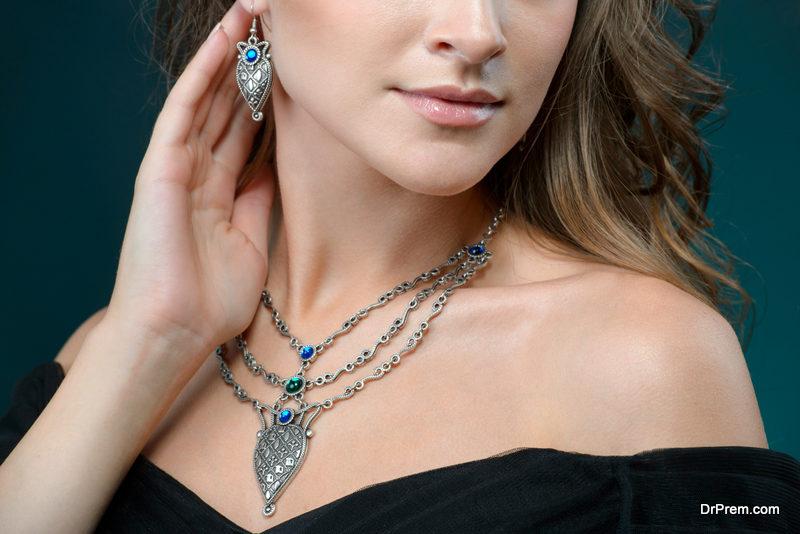 Artificial jewelry,