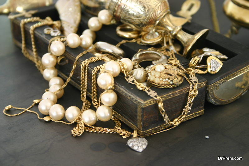 artificial jewelry items