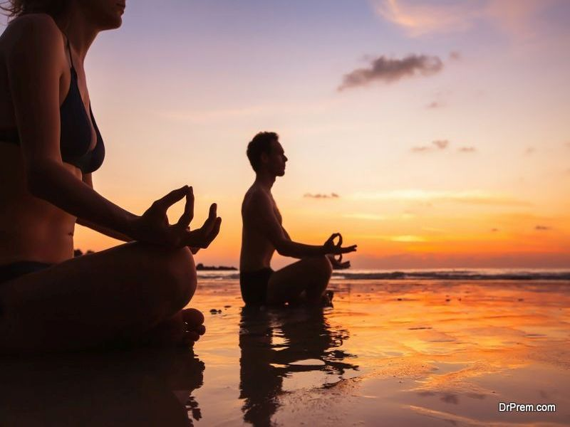couple-practicing-meditation