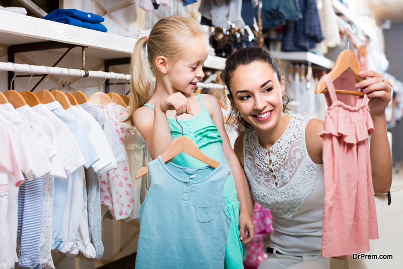 mother-and-daughter-shopping