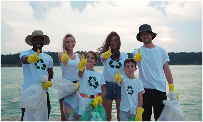 volunteer beach cleaners